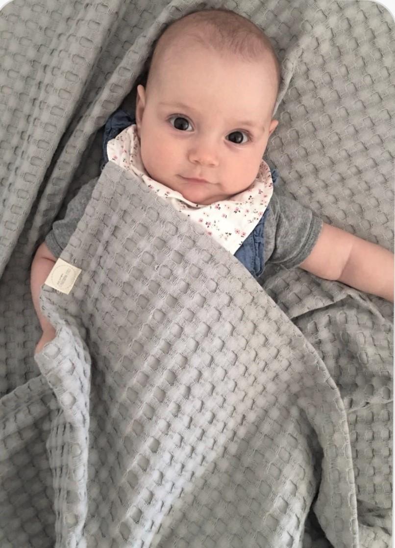 baby unter Decke